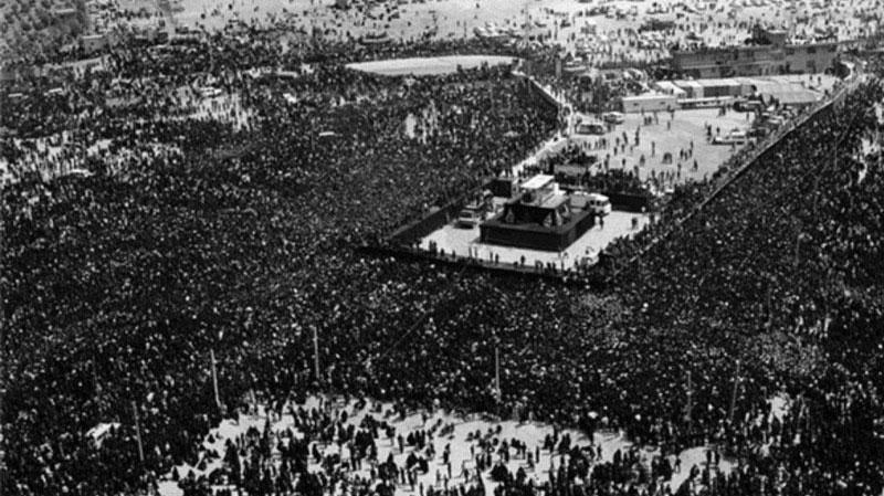 لحظات تدفین امام (ره) به روایت خلبان بالگرد ۱۴ خرداد در مستند «یومالوداع»