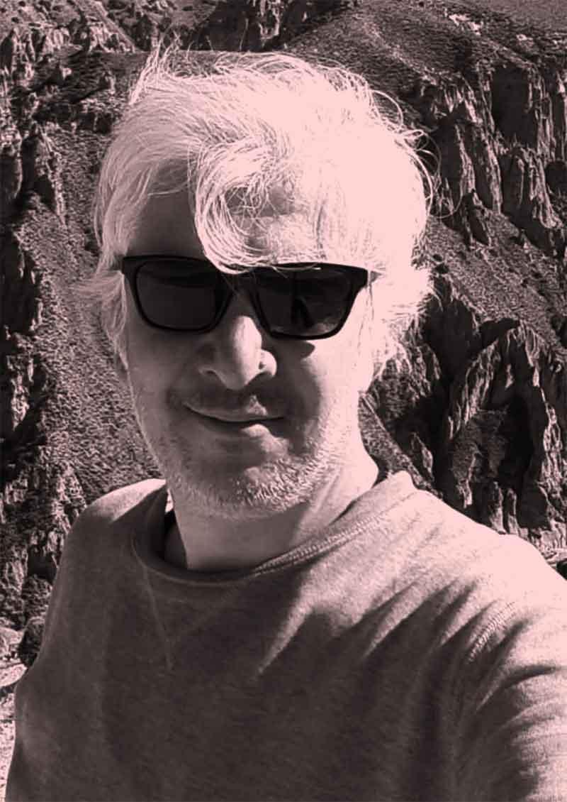 آتبین حسینی